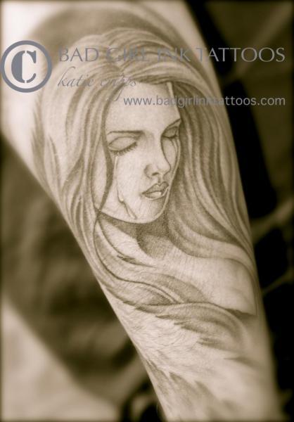 frauen tattoo arm