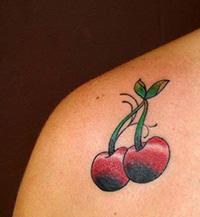 tatuaje cereza vieja escuela