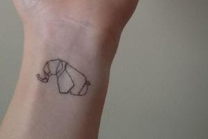 tatuaje con delineador