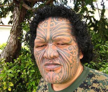 Tatuaggio Maori sul volto