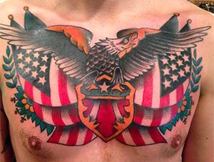 tatuaje patriótico vieja escuela