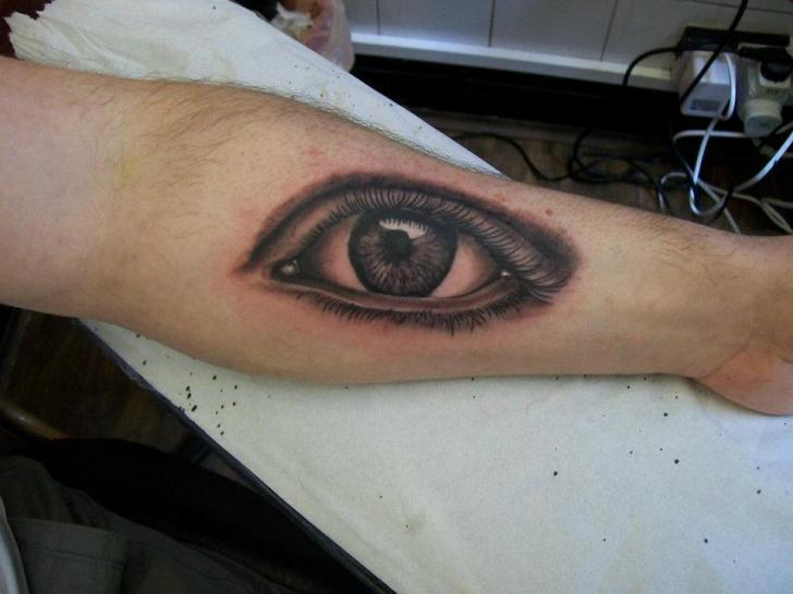 Arm Realistische Auge Tattoo von Diamond Jacks