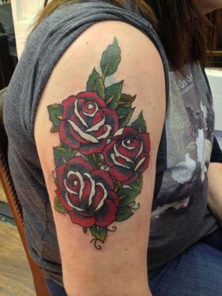Old School Blumen Rose Tattoo von Diamond Jacks