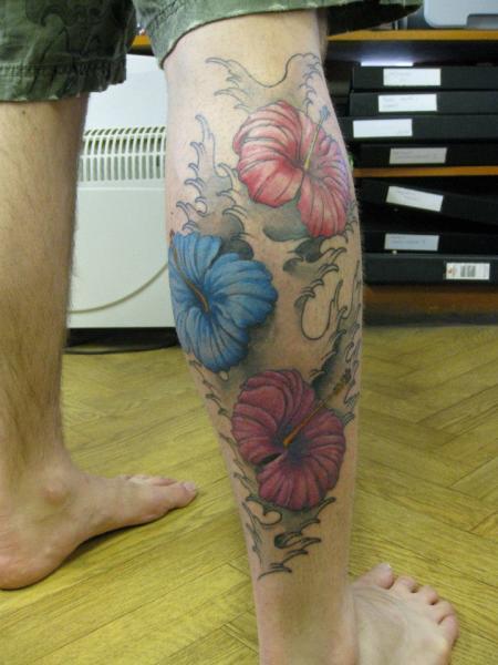 Waden Blumen Tattoo von Dna Tattoo