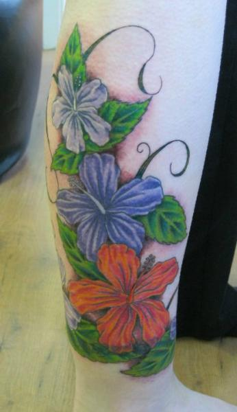 Realistische Waden Blumen Tattoo von Dragon Tears
