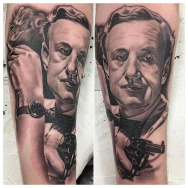 Tatuaggio Braccio Ritratti Realistici di Dragstrip Tattoos