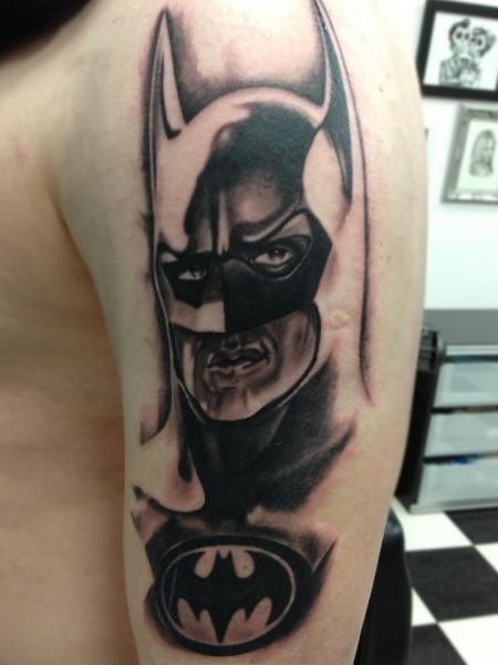 Tatuaggio Spalla Fantasy Batman di Dragstrip Tattoos
