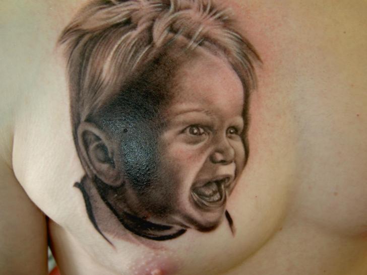 Porträt Realistische Brust Tattoo von Eclipse Tattoo