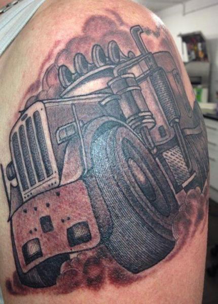 Tatuaggio Spalla Fantasy Camion di Evolution Tattoo