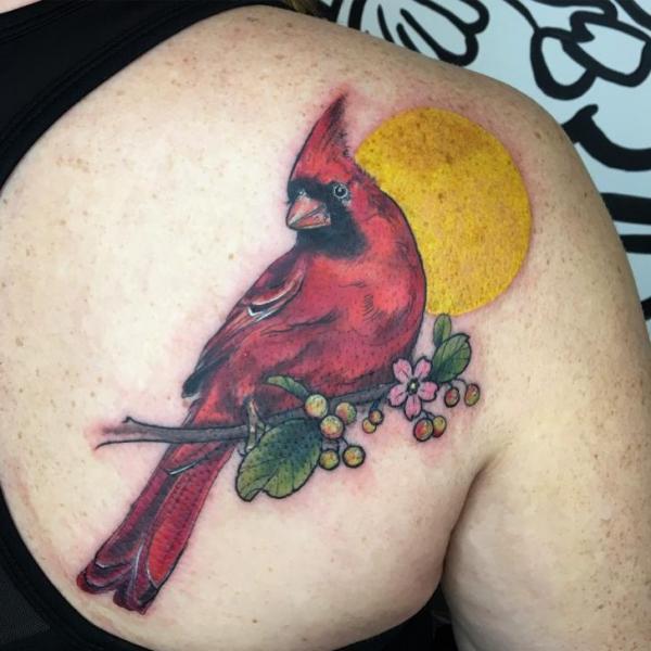 Realistische Rücken Vogel Tattoo von Adrenaline Vancity