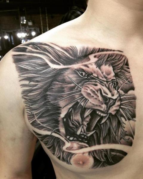Schulter Brust Löwen Tattoo von Adrenaline Vancity
