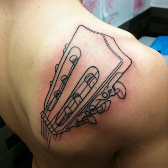 Tatuaggio Spalla Realistici Chitarra di Adrenaline Vancity