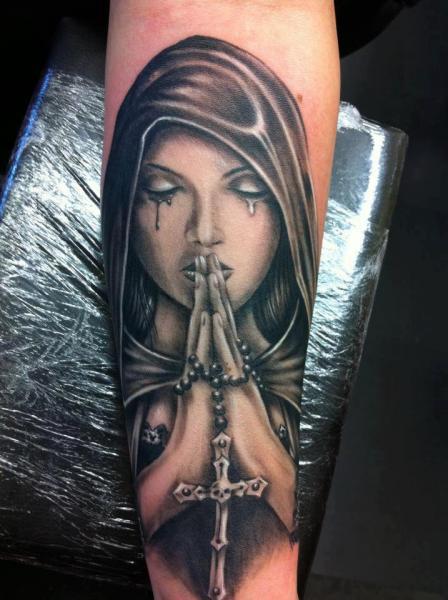 Arm Frauen Gebetshände Tattoo von Cake Happy Tattoo