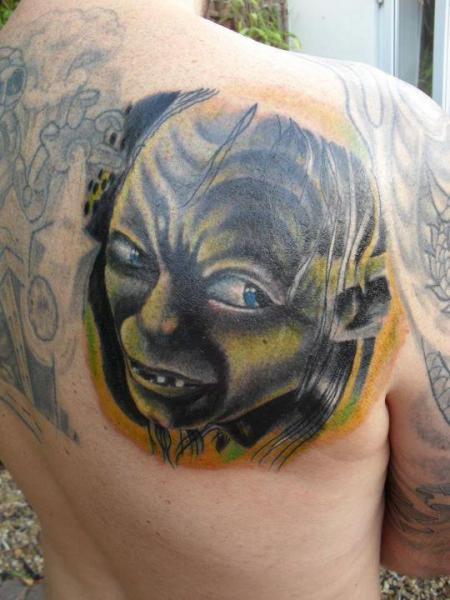 Tatuaje Fantasy Espalda Gollum por Cake Happy Tattoo