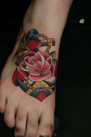 Old School Anker Rose Tattoo von Wrexham Ink