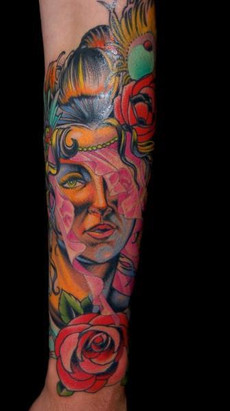 Tatuaje Brazo Gitano por Adam Barton