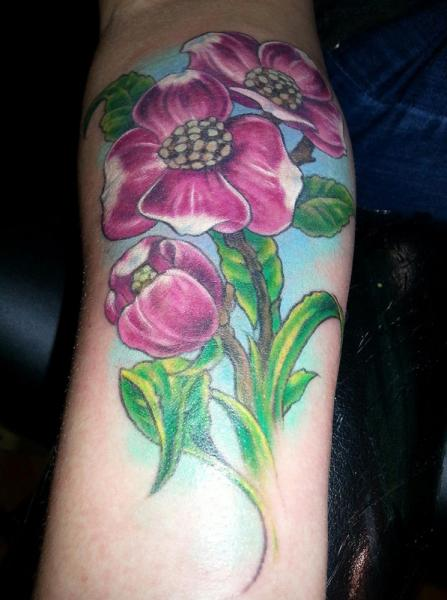 Arm Realistische Blumen Tattoo von Altered Skin