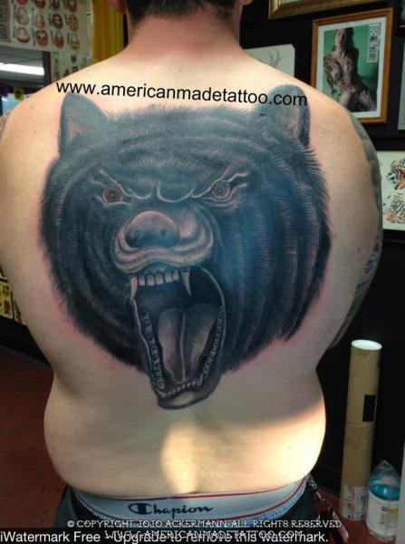 Rücken Bären Tattoo von American Made Tattoo