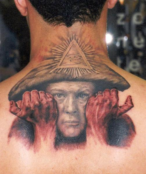 Tatuaje Fantasy Espalda Cuello por Apocalypse Tattoo