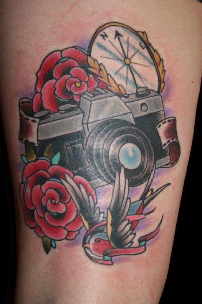 Old School Kamera Spatz Tattoo von Big Kahuna Tattoo