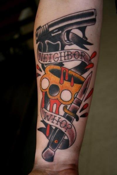 Old School Waffen Dolch Tattoo von Big Kahuna Tattoo