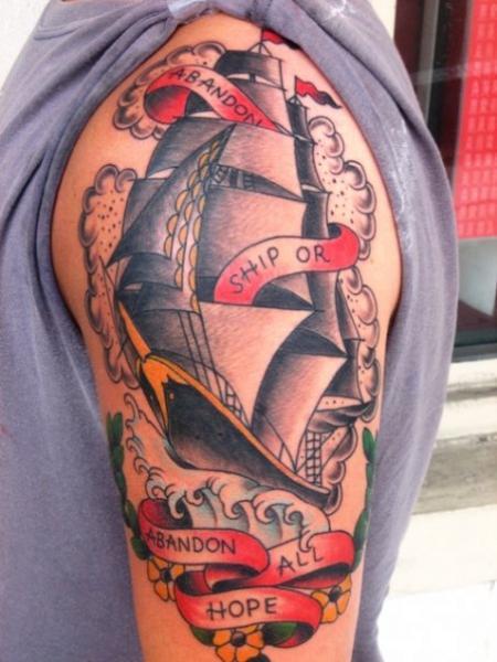 Tatuaje Old School Galeón por Big Kahuna Tattoo
