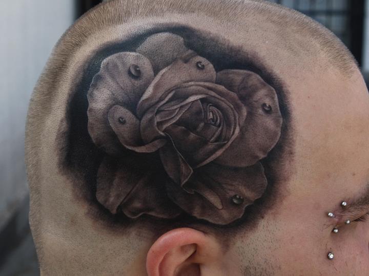 Realistische Blumen Kopf Rose Tattoo von Black 13 Tattoo