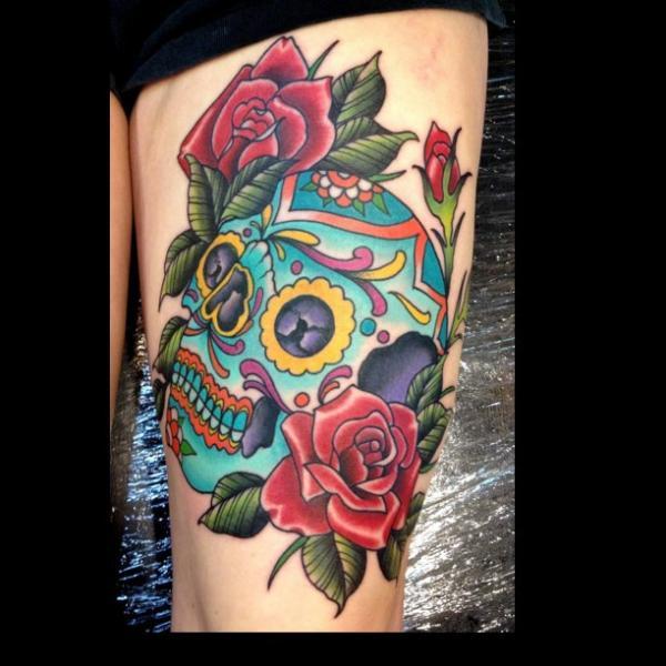 Tatuaje New School Pierna Cráneo Mexicano por Black 13 Tattoo