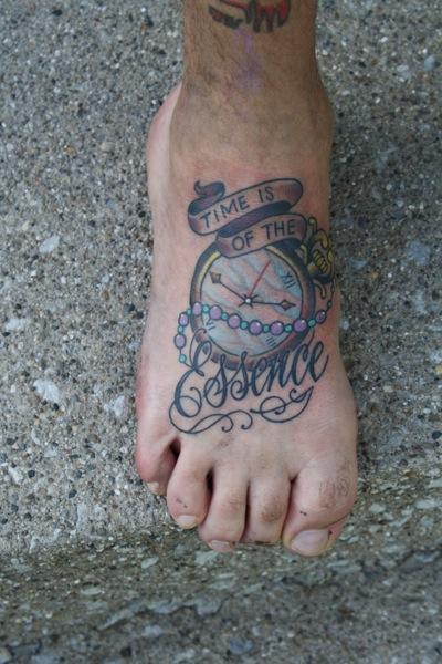 Uhr New School Fuß Tattoo von Bugaboo Tattoo