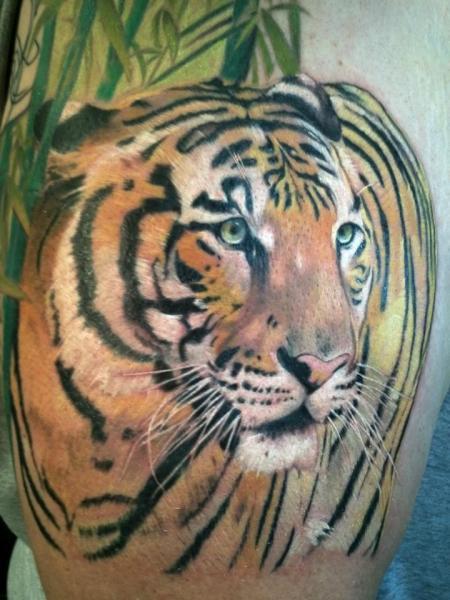 Realistische Tiger Tattoo von Cartel Ink Works