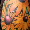 Schulter Blumen tattoo von Deluxe Tattoo
