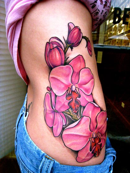 Tatuaje Flor Lado por Deluxe Tattoo