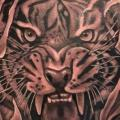 Rücken Tiger tattoo von Richard Vega Tattoos