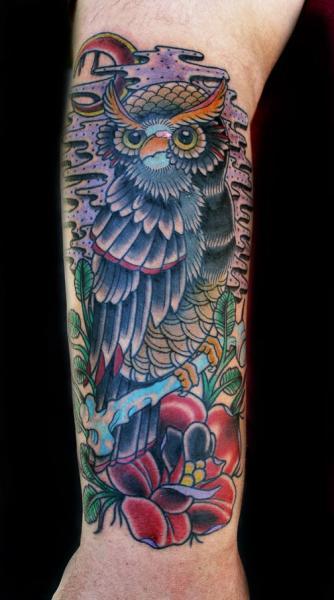 Arm New School Eulen Tattoo von Electric Soul Tattoo