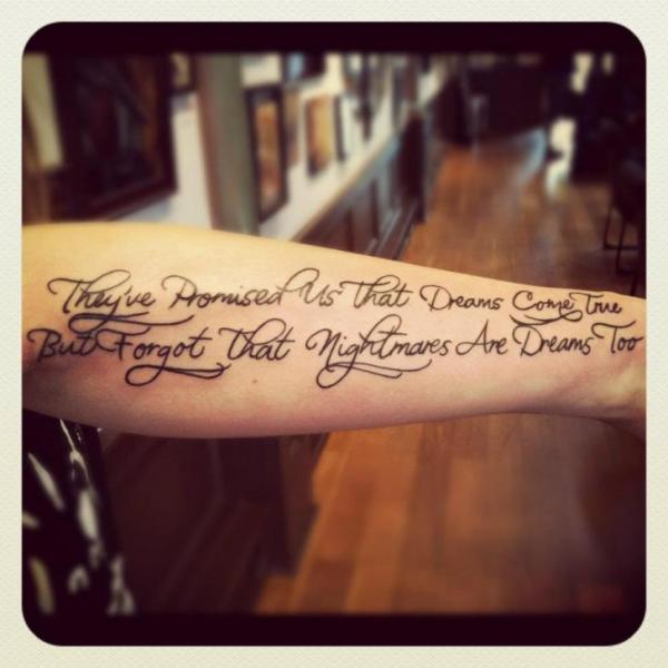 Arm Leuchtturm Tattoo von Empire State Studios