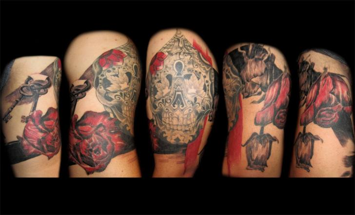 Blumen Totenkopf Tattoo von Empire State Studios