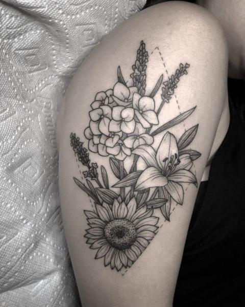 Tatuaje Brazo Flor por Full Circle Tattoos