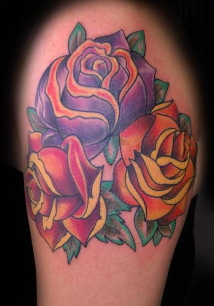 Schulter Blumen Tattoo von Gold City Ink