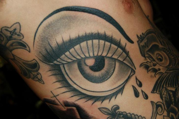 Tatuaje Old School Ojo por Gold Rush Tattoo