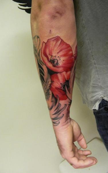 Arm Realistische Blumen Tattoo von Helyar Tattoos