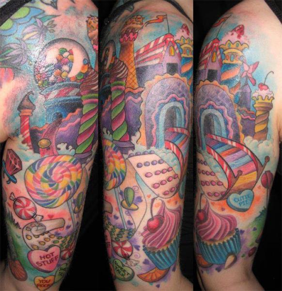 Tatuaggio Spalla Braccio Fantasy Torta di Hidden Hand Tattoo