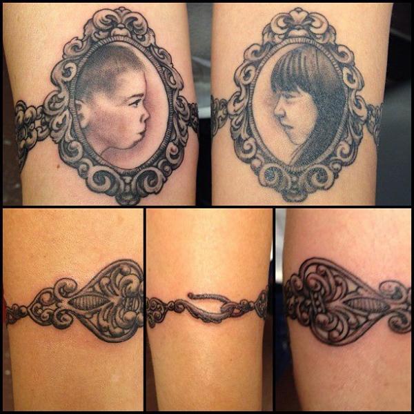 Tatuaje Brazo Niños Medallón por Hidden Hand Tattoo