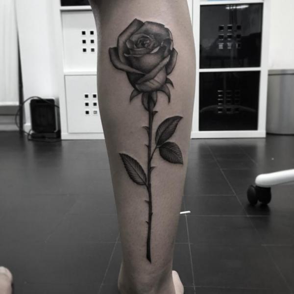 Waden Blumen Rose Tattoo von Art Corpus