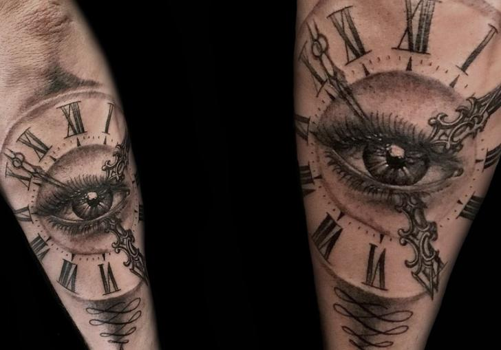 Arm Uhr Auge Tattoo von Belly Button Tattoo Shop