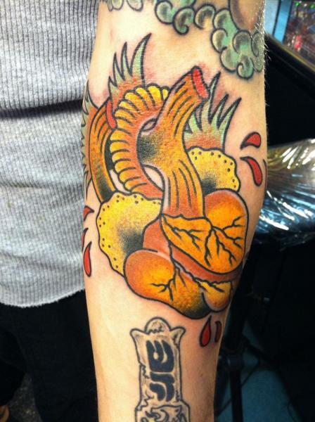 Arm New School Herz Tattoo von Lone Wolf Tattoo