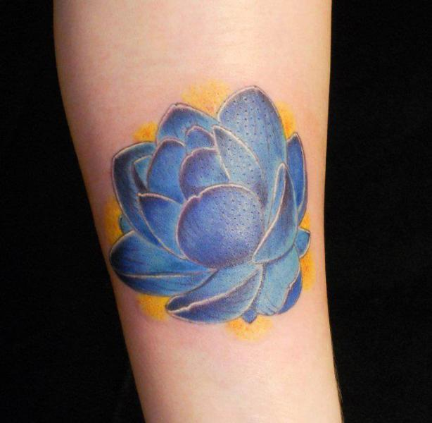 Arm Blumen Tattoo von Lucky Draw Tattoos