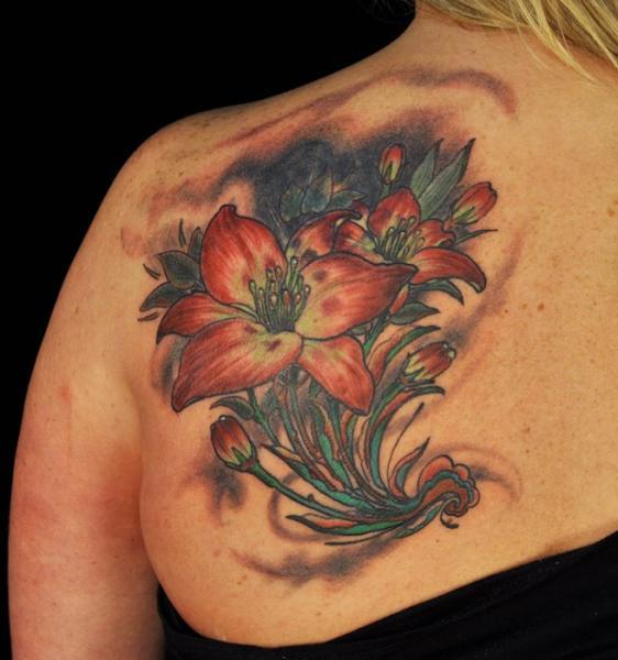 Tatuaje Hombro Realista Flor por Matthew Hamlet Tattoo