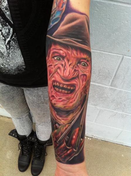 Arm Fantasie Freddie Mercury Tattoo von Mike DeVries Tattoos