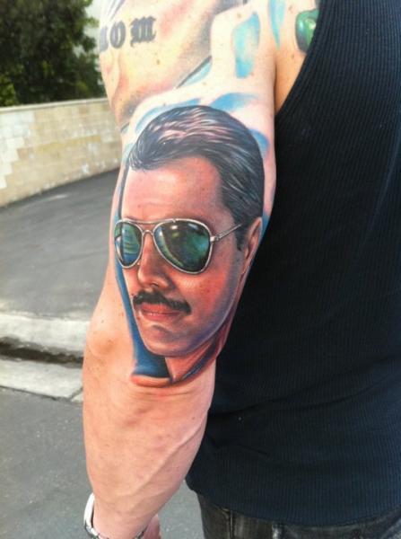 Tatuaggio Braccio Realistici Freddie Mercury di Mike DeVries Tattoos