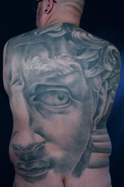 Realistische Rücken Statue Tattoo von Monte Tattoo